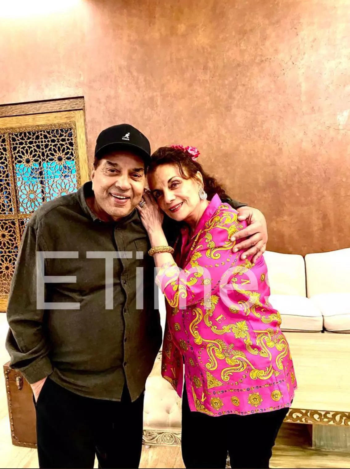 , Mumtaz visits Dharmendra at his Juhu home – Exclusive Pictures and Report! – Times of India,
