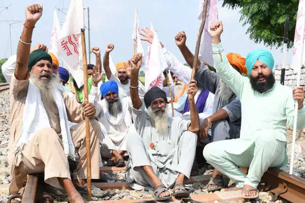 Bharat Bandh: 35 images from farmers' protest