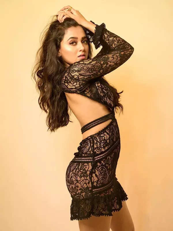Bigg Boss 15 contestant Tejasswi Prakash's bewitching pictures go viral