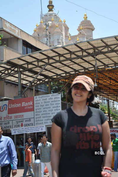 Ekta seeks blessings at Siddhivinayak