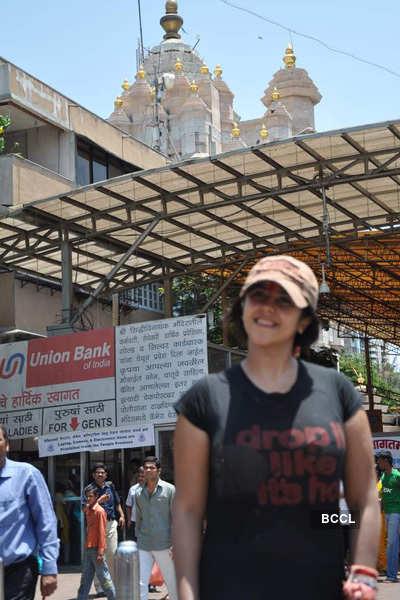 Ekta seeks blessings at Siddhivinayak