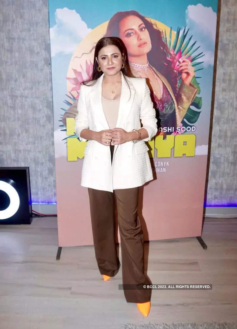 Sonakshi Sinha stuns at the launch of song 'Mil Mahiya'