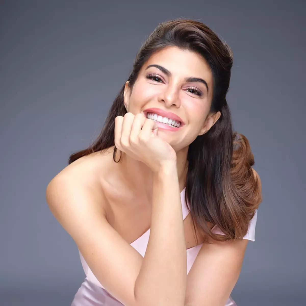 #ETimesCelebTracker: From Nora Fatehi to Suki Waterhouse—here are today's 20 best celeb moments!