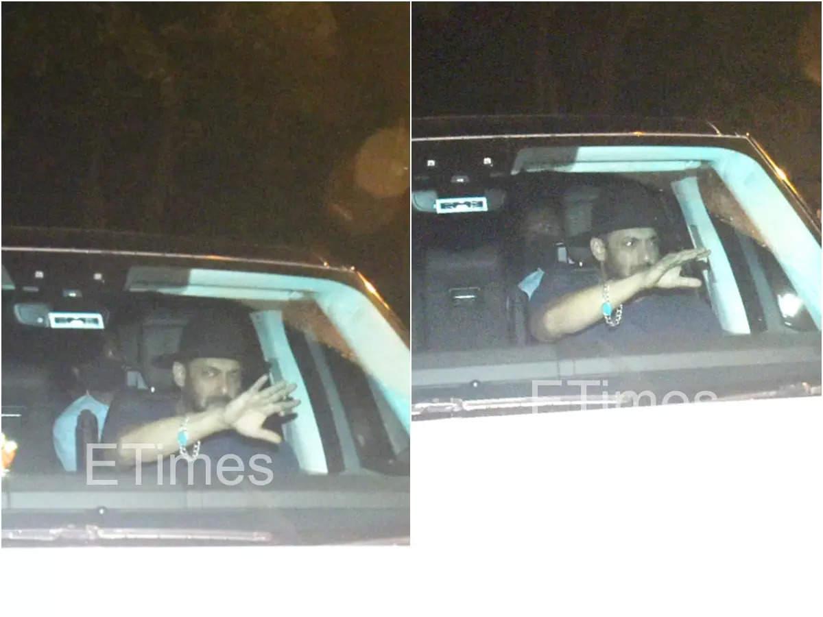 Salman Khan visits SRK at his residence
