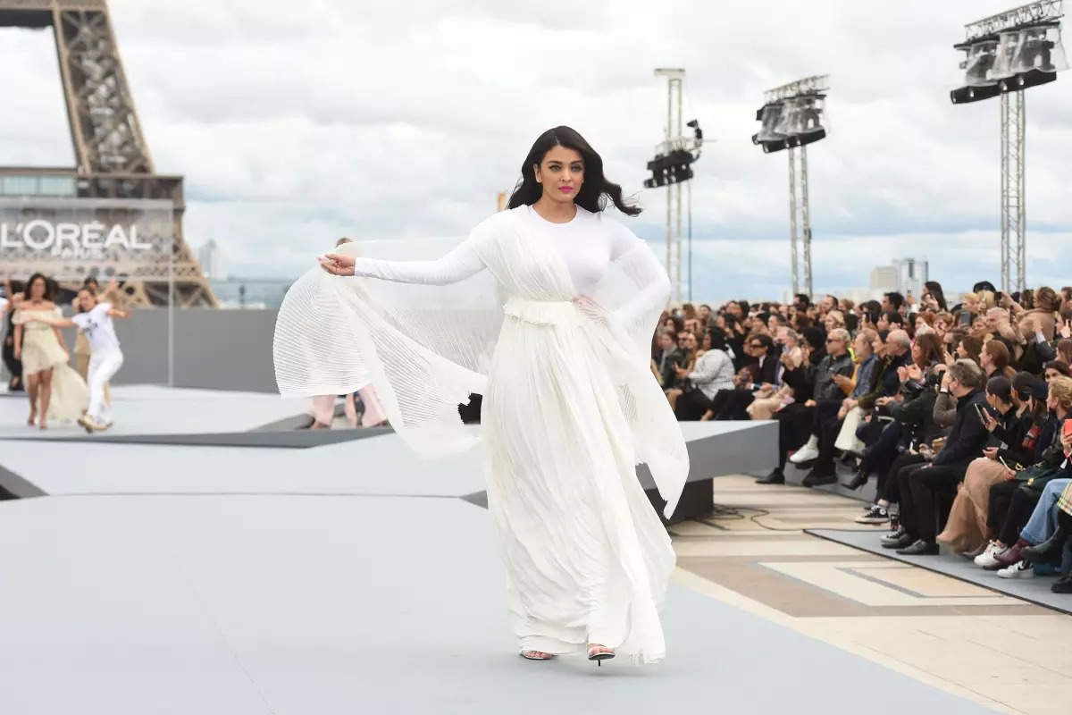 Pictures of Aishwarya Rai Bachchan from Paris Fashion Week will leave you mesmerised!