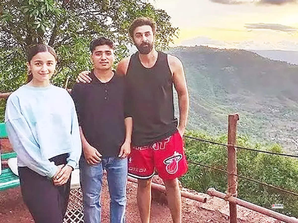 This unseen picture of Alia Bhatt and Ranbir Kapoor from their romantic getaway you just can't give a miss!