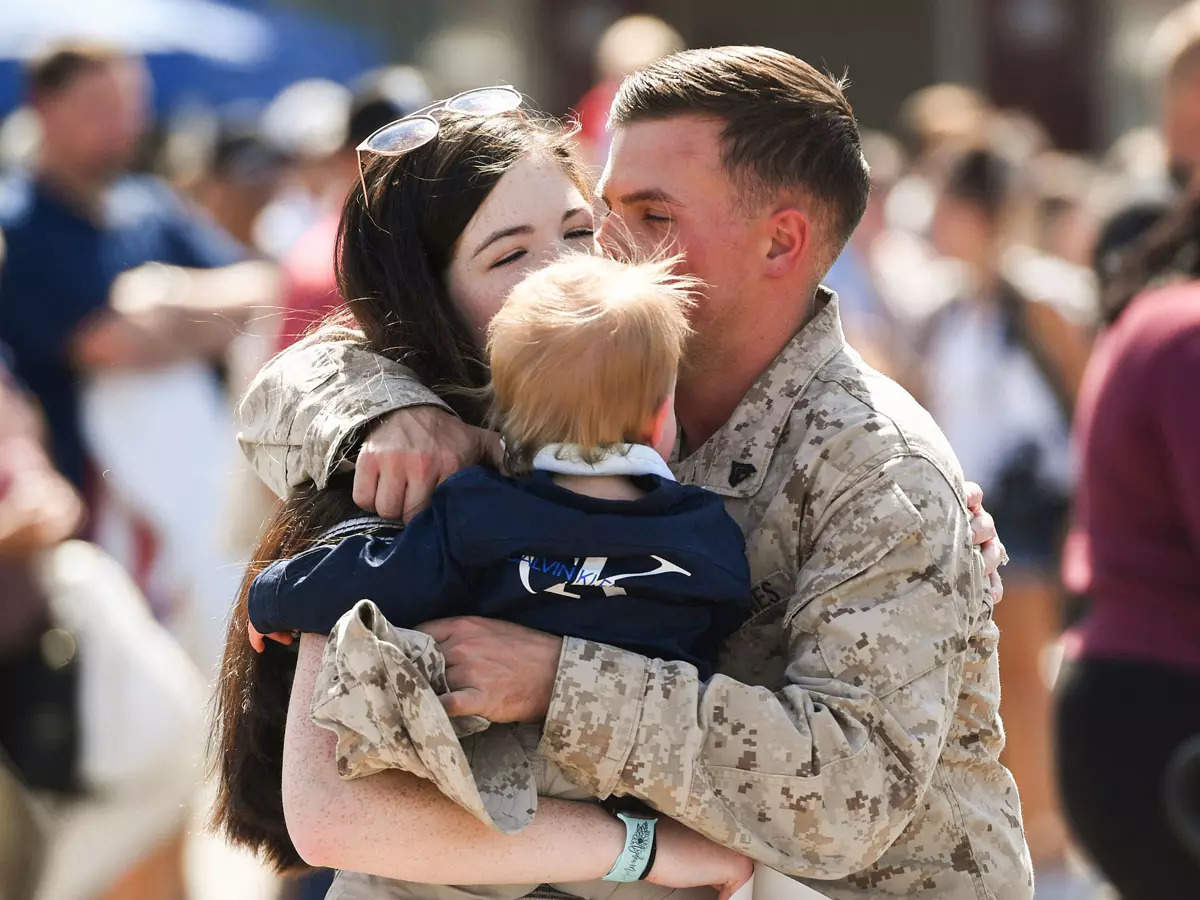 Tear-jerking images of US Marines who returned home