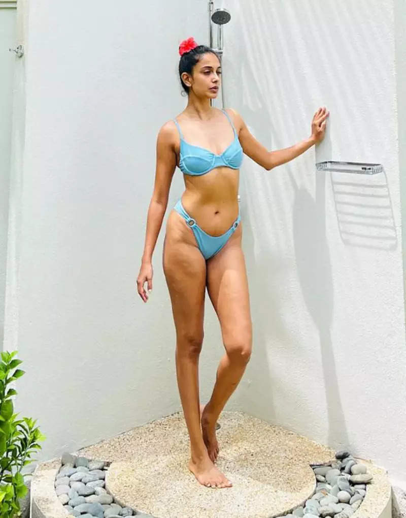 Sarah Jane Dias sets internet ablaze with her stunning beach vacation pictures in stylish bikinis