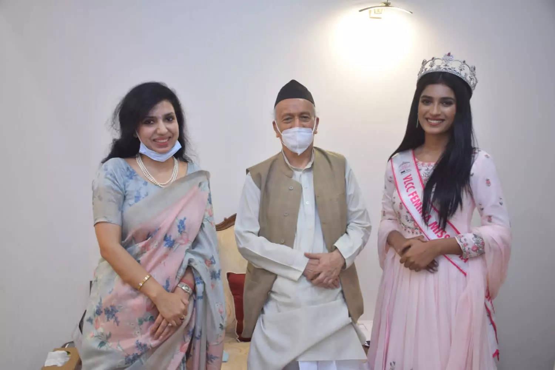Femina Miss India 2020 runner-up Manya Singh meets Maharashtra governor