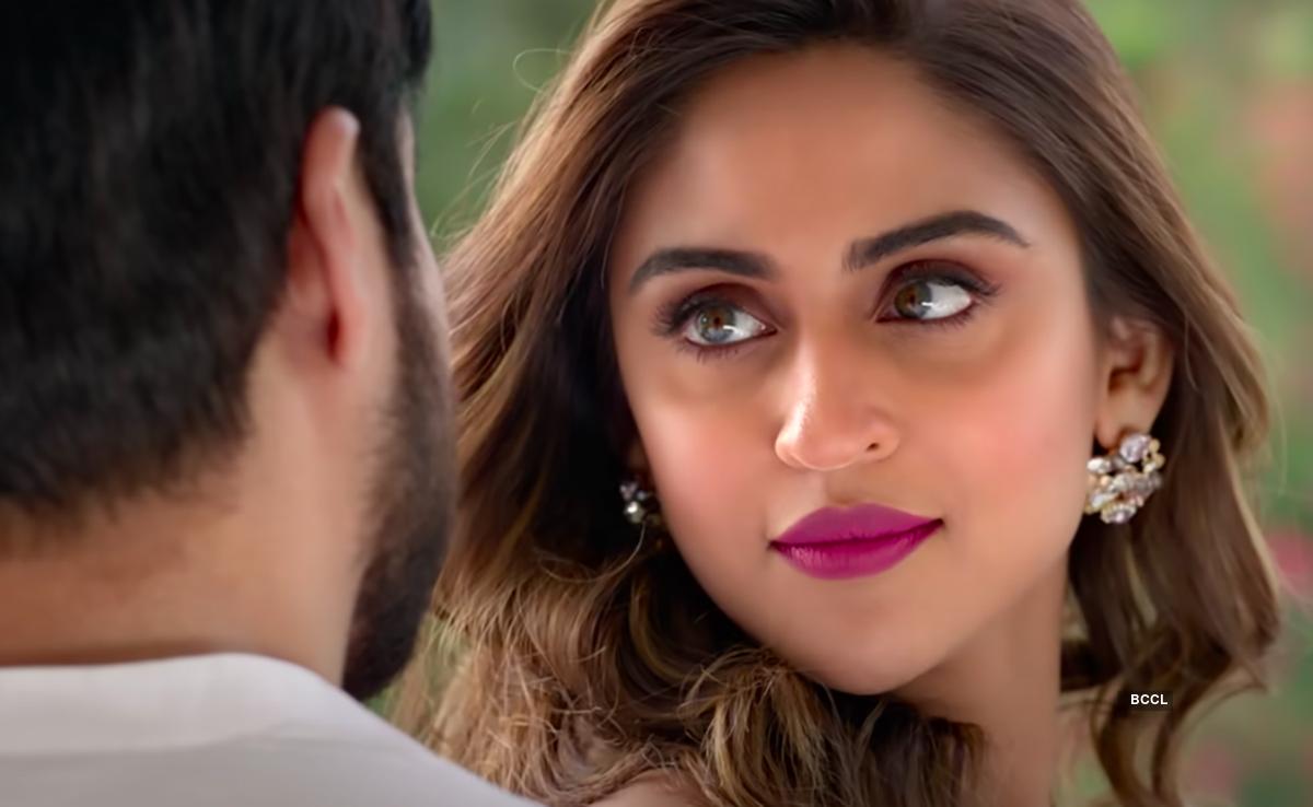 Checkout interesting movie stills from Amitabh Bachchan-Emraan Hashmi starrer 'Chehre'