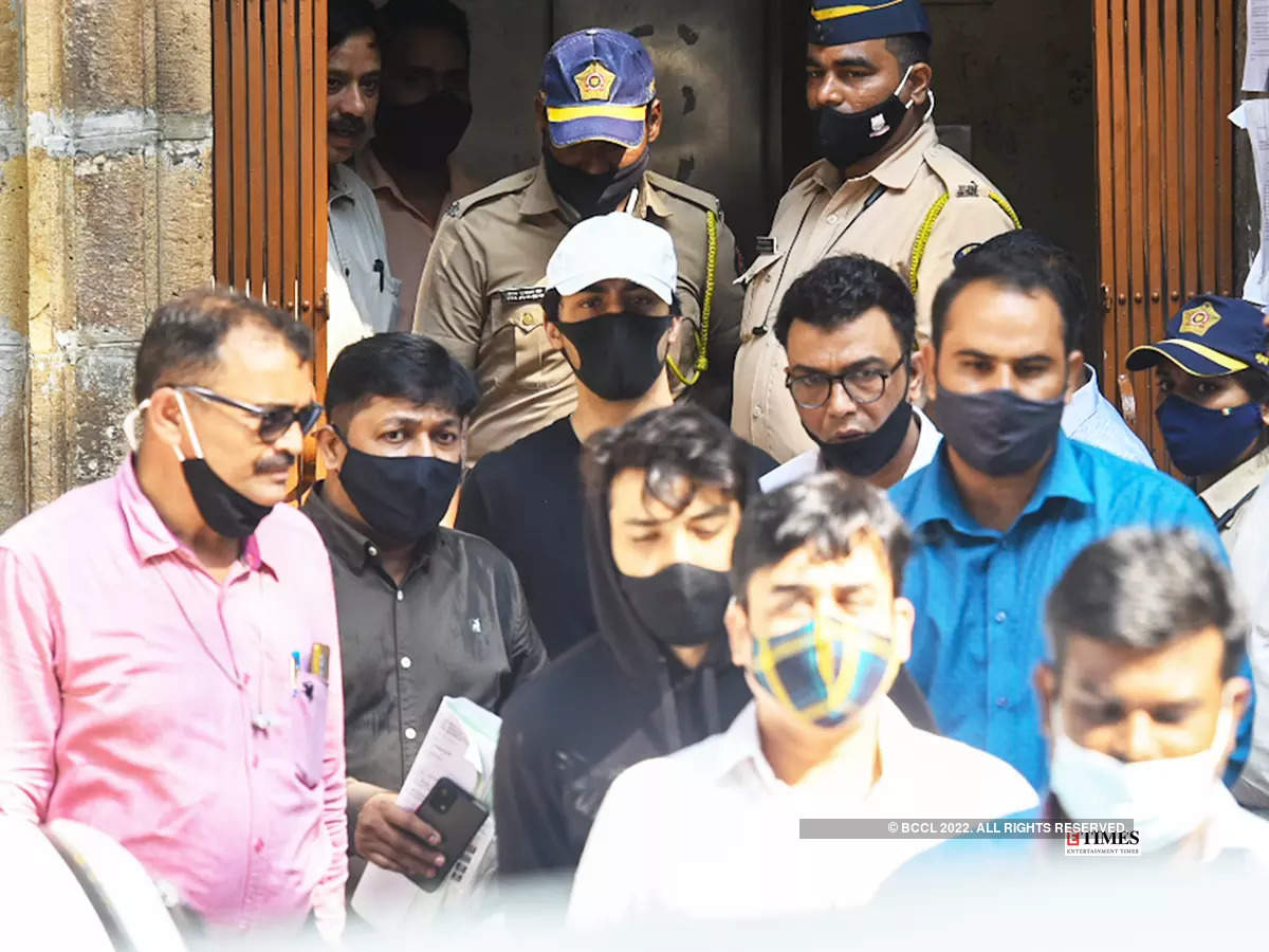 Drug case: New pictures of Aryan Khan taken to the court for his bail hearing go viral