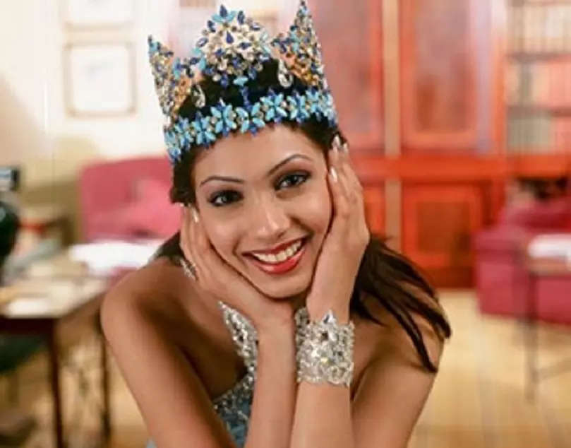 Birthday Special: Throwback to Miss World 1999 Yukta Mookhey's crowning moments!