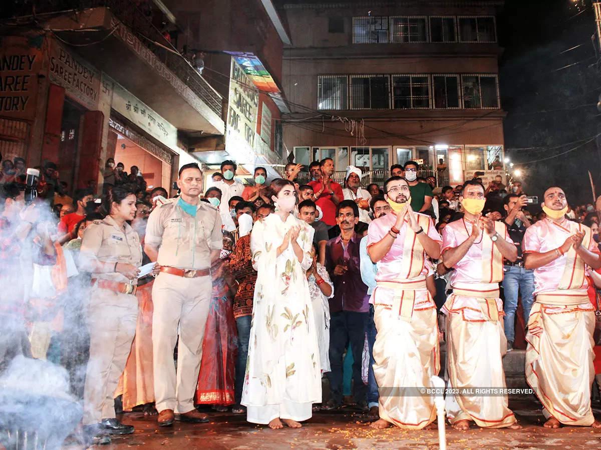 Pooja Hegde took part in the Ganga Aarti at the Assi Ghat in Varanasi (BCCL/ Arvind Kumar)