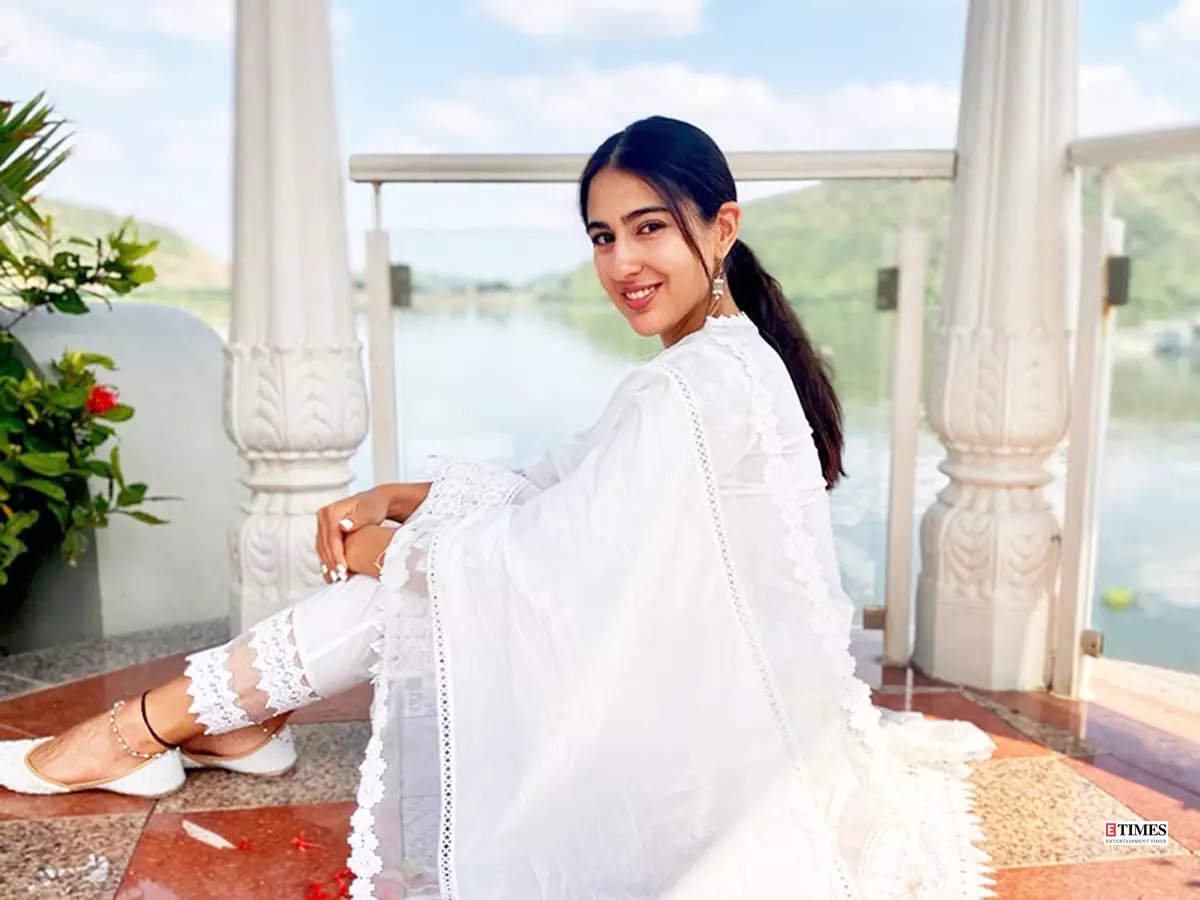 These stunning pictures from Sara Ali Khan's vacation in 'City of Lakes' are serving major wanderlust vibes!