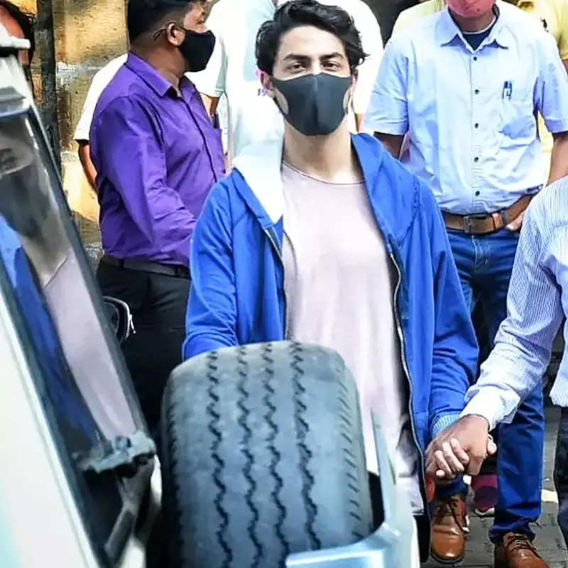 Pictures of teary-eyed Gauri Khan go viral after Aryan Khan's bail gets rejected