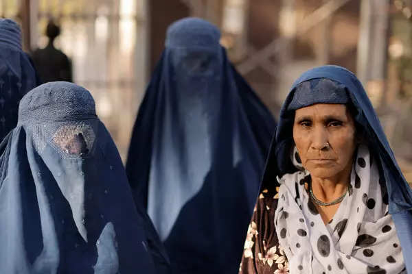 25 pictures of Afghan women under Taliban rule
