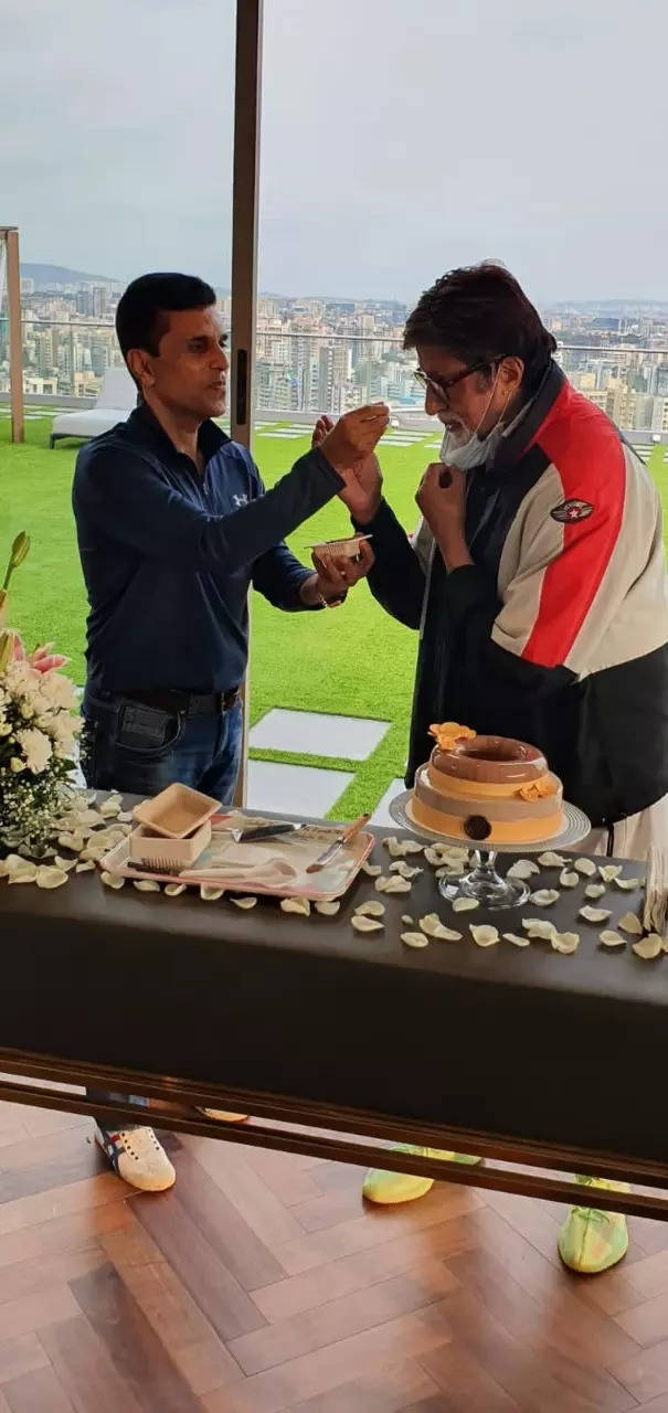 , Big B cuts cake with Anand Pandit, The World Live Breaking News Coverage & Updates IN ENGLISH