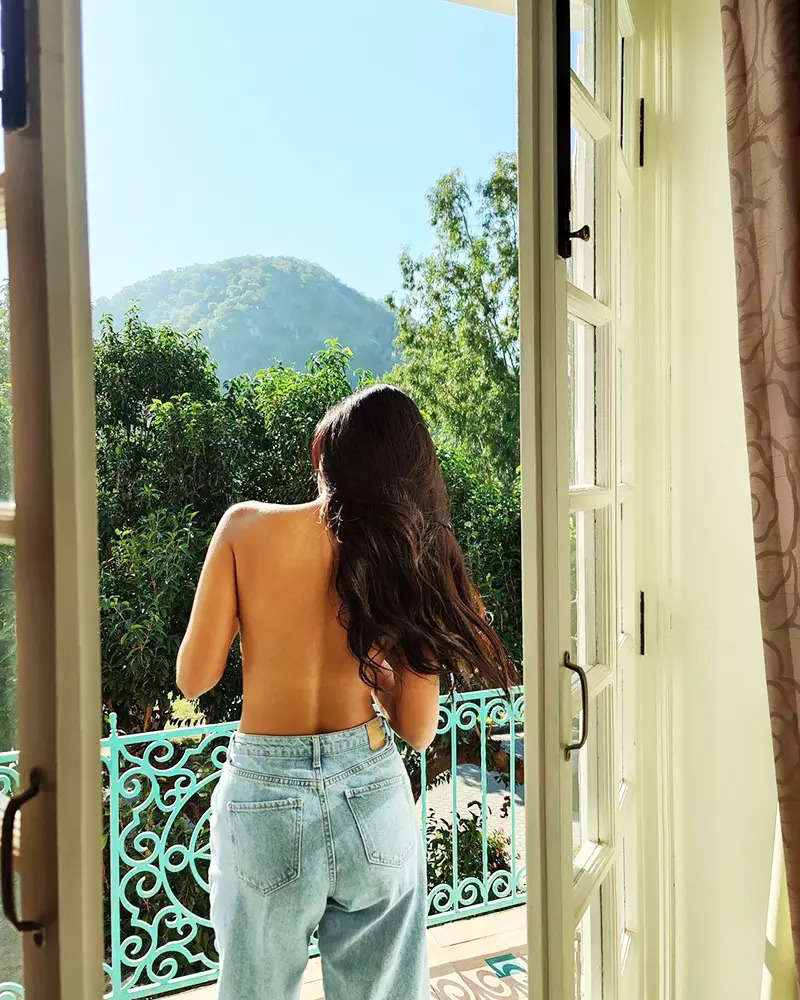 Esha Gupta is making heads turn with these topless pictures from her latest getaway