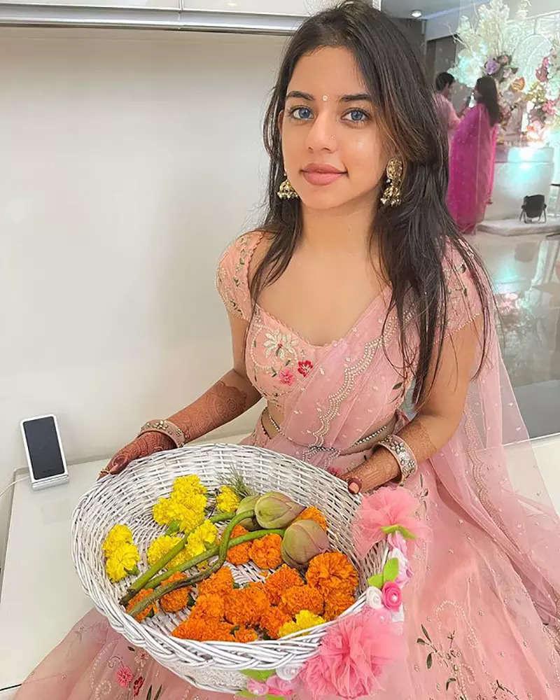 After Aryan Khan's arrest in drug case, pictures of Suhana Khan's lookalike go viral