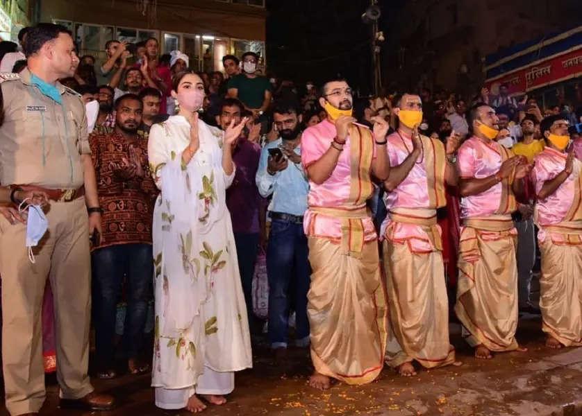 Pooja Hegde seeks blessings in Varanasi