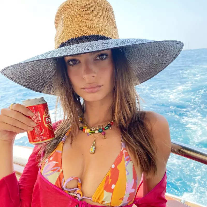 Emily Ratajkowski is setting the internet on fire with her new vacation pictures