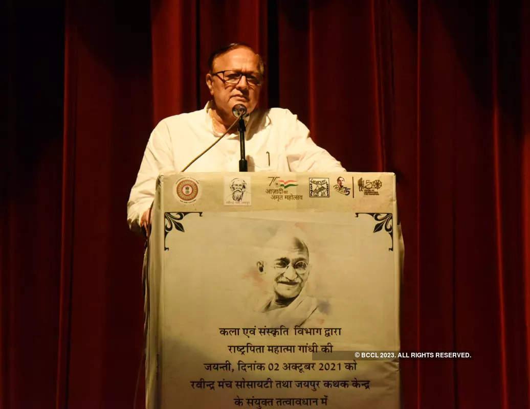 Hatya Ek Aakar Ki: A play