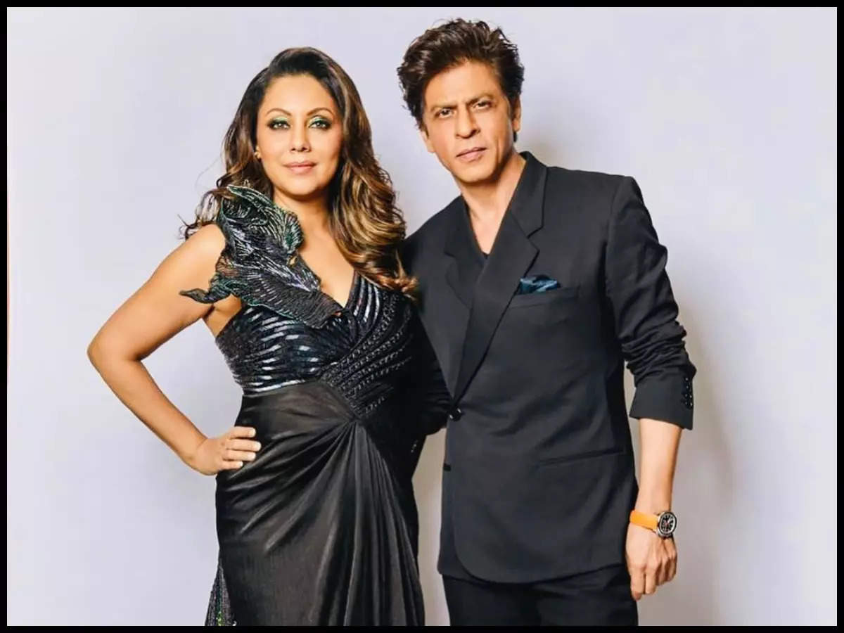 SRK and Gauri's pics all things adorable