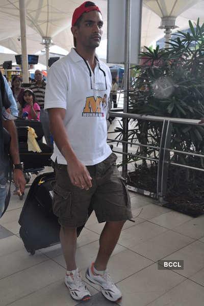Sonakshi, 'Mumbai Heroes' team spotted