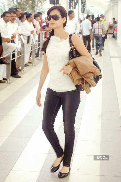 Celebs return from IIFA