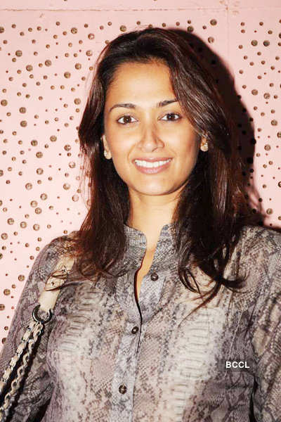 Celebs attend Vir Das's play