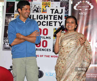 Farhan celebrates 10 yrs of 'DCH'
