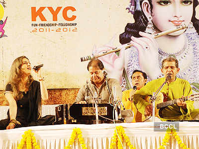Anup Jalota performs @ 'YSG'