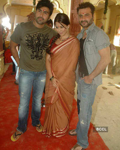 Mum-Bhai - The Gangsters: On the sets