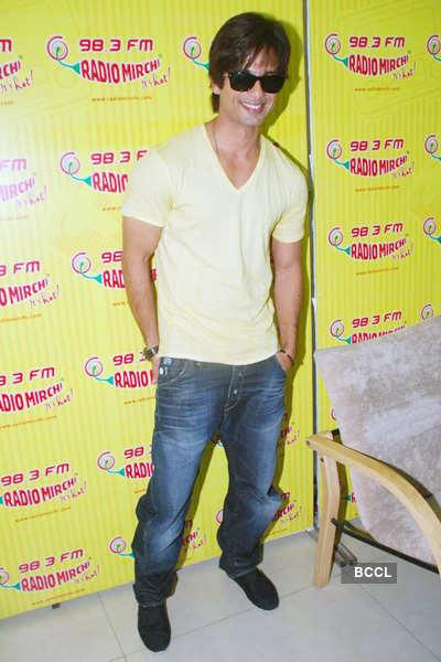 Shahid at Radio Mirchi