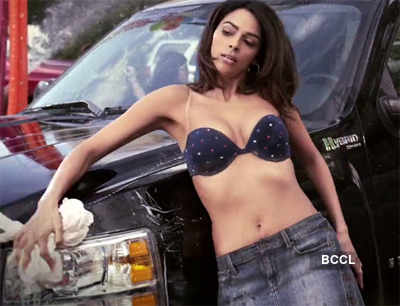 Mallika's seductive car wash!