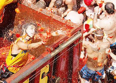 'Tomatina' fight fiesta in Spain!