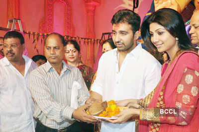 Shilpa-Raj @ Chinchpokali Ganesh pandal