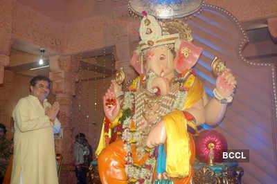 Celebs visit 'Andheri Cha Raja'