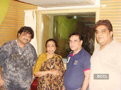 Asha Bhosle celebrates her birthday