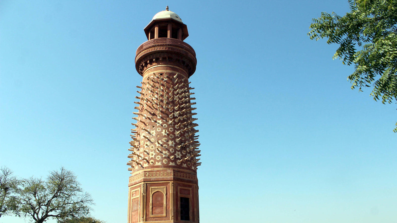 Hiran Minar in Fathepur Sikri, UP, falls under the third category (Photo courtesy: Hemant Kumar)