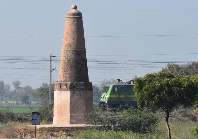 Kos minar near Nari village in Mathura is near a railway track (Photo: Anil Agarwal)