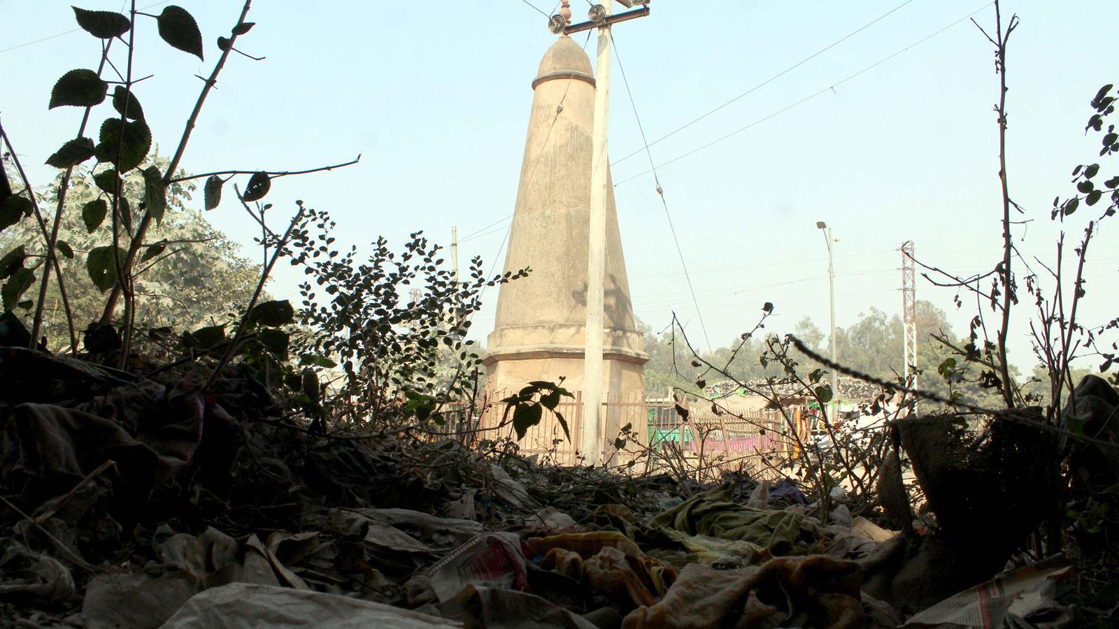 Kos minar at Sikandra on NH-2 in Agra, UP (Photo: Hemant Kumar)