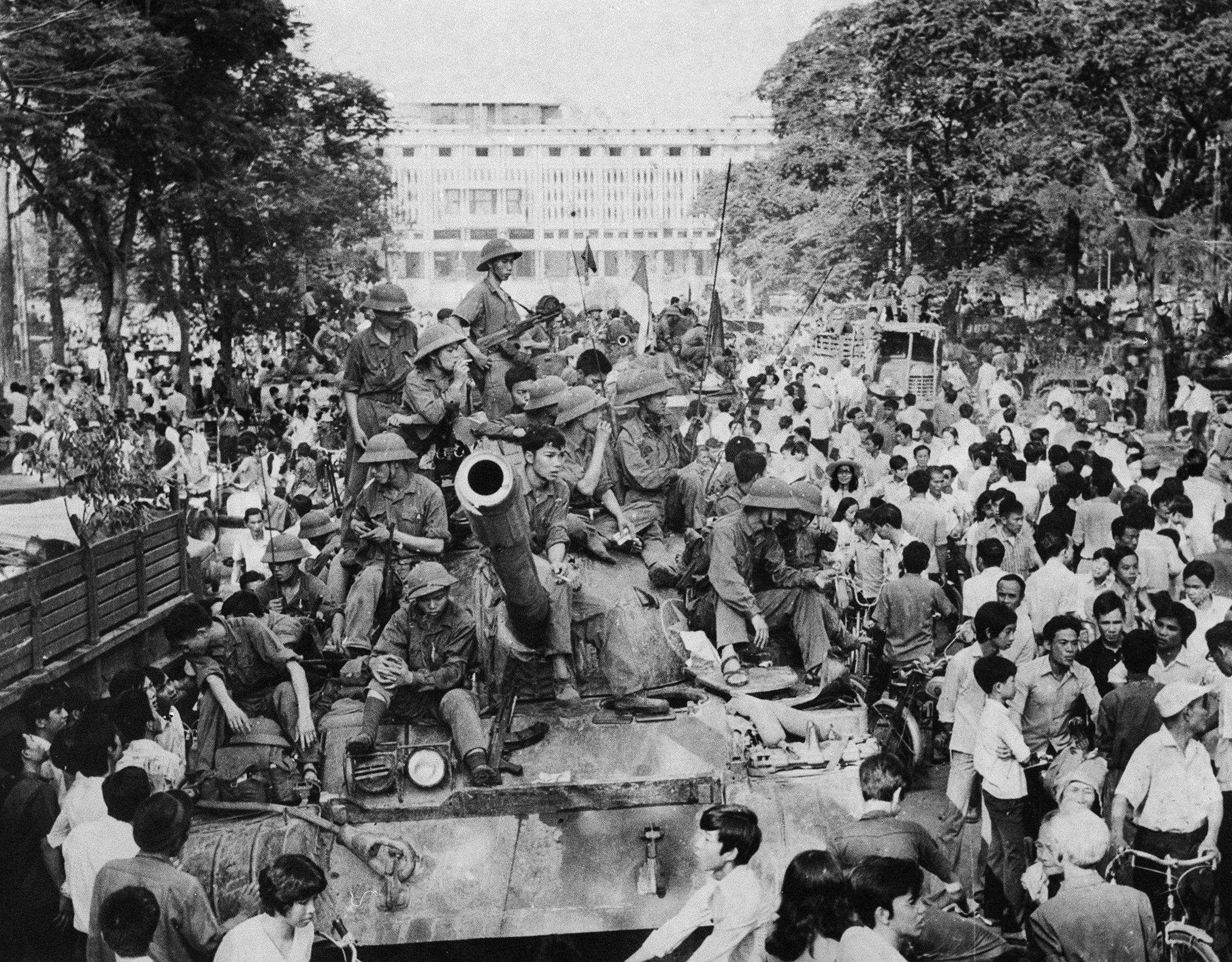 For US, scramble to evacuate Kabul embassy a Saigon deja vu - Times of India