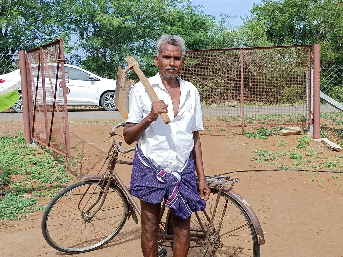 Tamil Nadu: Son a Union minister, but L Murugan's independent mom and dad  toil in fields | Chennai News - Times of India