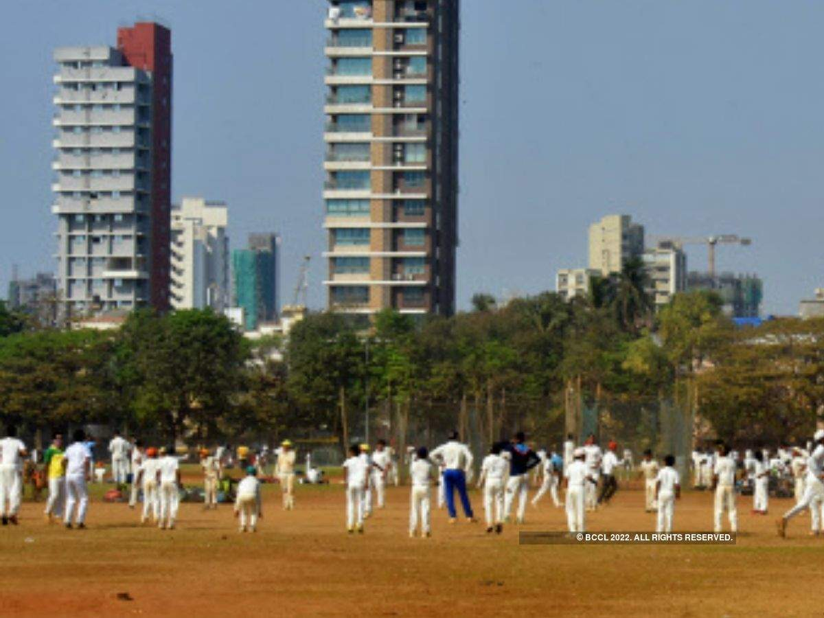 People flock to Mumbai's Shivaji Park despite an increase in COVID-19 cases