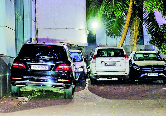 Ambani bomb scare: Sachin Waze met with Mansukh Hiran for 10 minutes on February 17, shows CCTV footage   India News