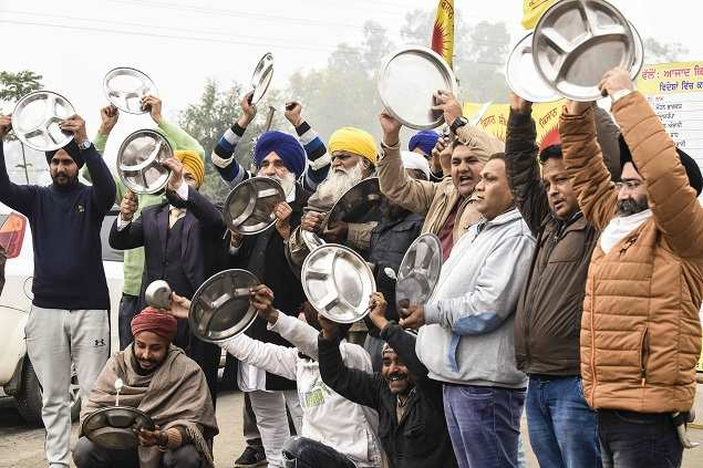 Haryana, protesting against farmers in Punjab, beat 'thalis' during the prime minister's 'Mann Ki Baat' radio show | India News