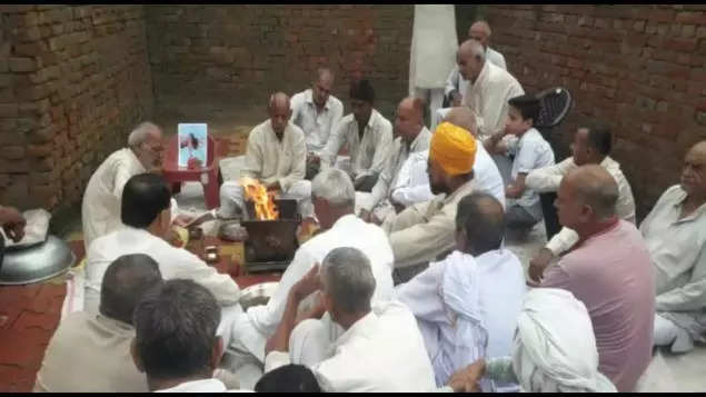 Uttar Pradesh village mourns Babuji the bull, holds shraddh feast for 3,000    Meerut News - Times of India