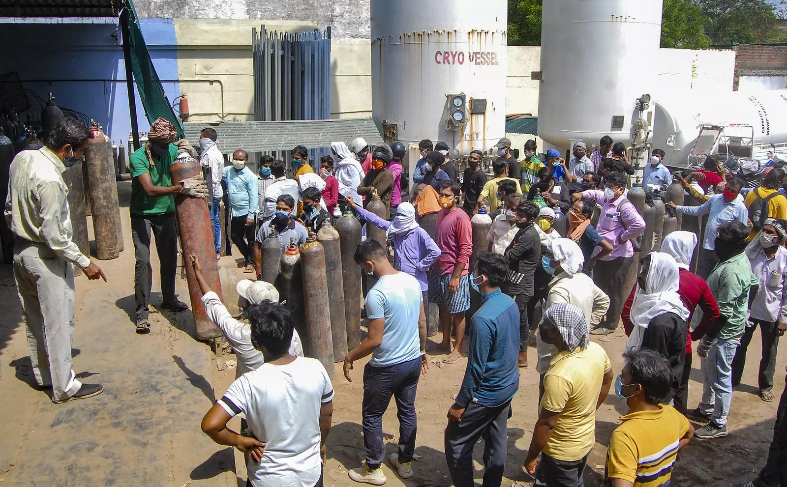 """""""The system has failed"""": Supreme Court criticizes Delhi government for black marketing of oxygen cylinders 