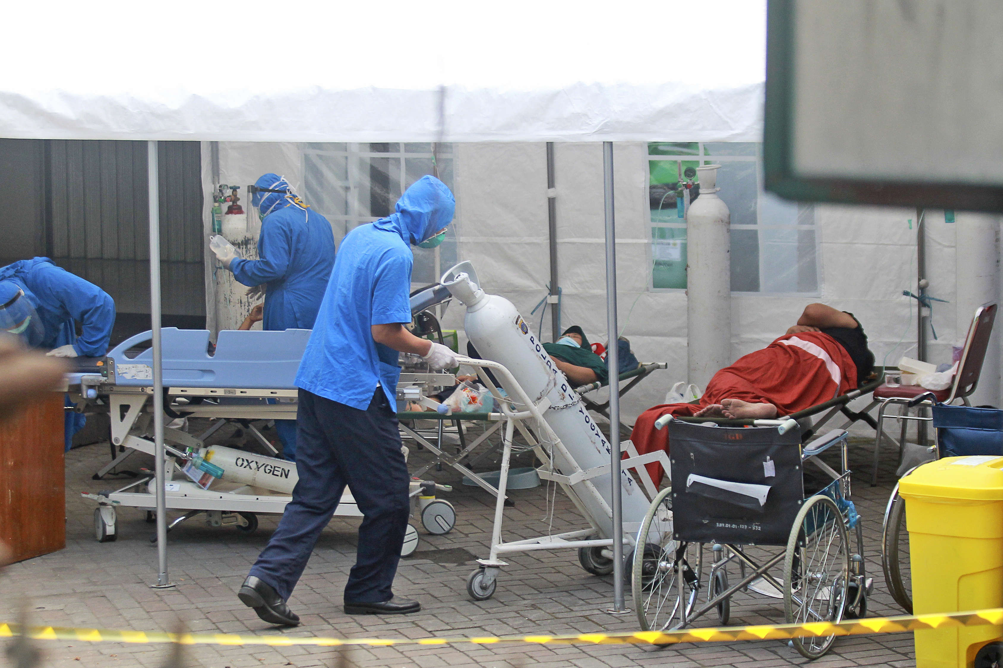 Indonesia short on oxygen, seeks help as virus cases soar - Times of India